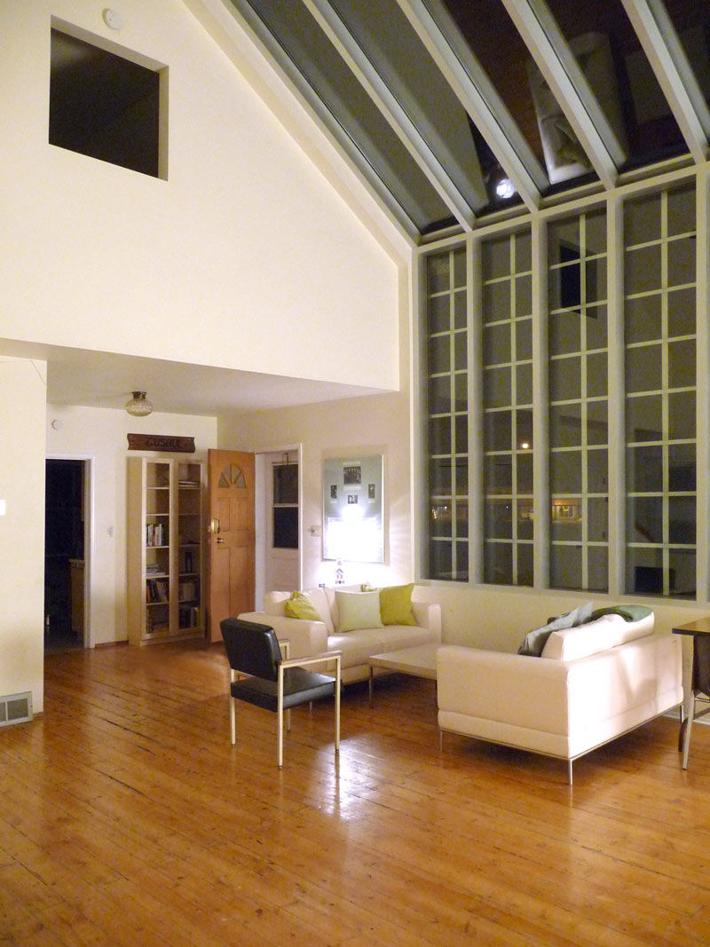 Living space inside the Gushul Studio