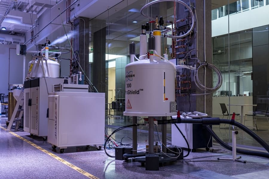 300 NMR Spectrometer in a Core Facility