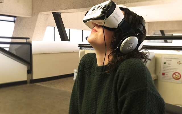 Student with virtual reality headset on