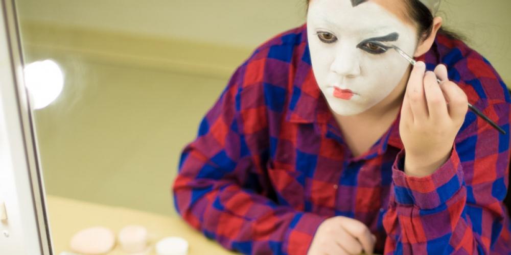 Student applying geisha-style makeup